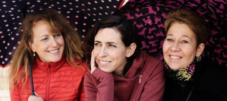 Drie vrouwen naast elkaar